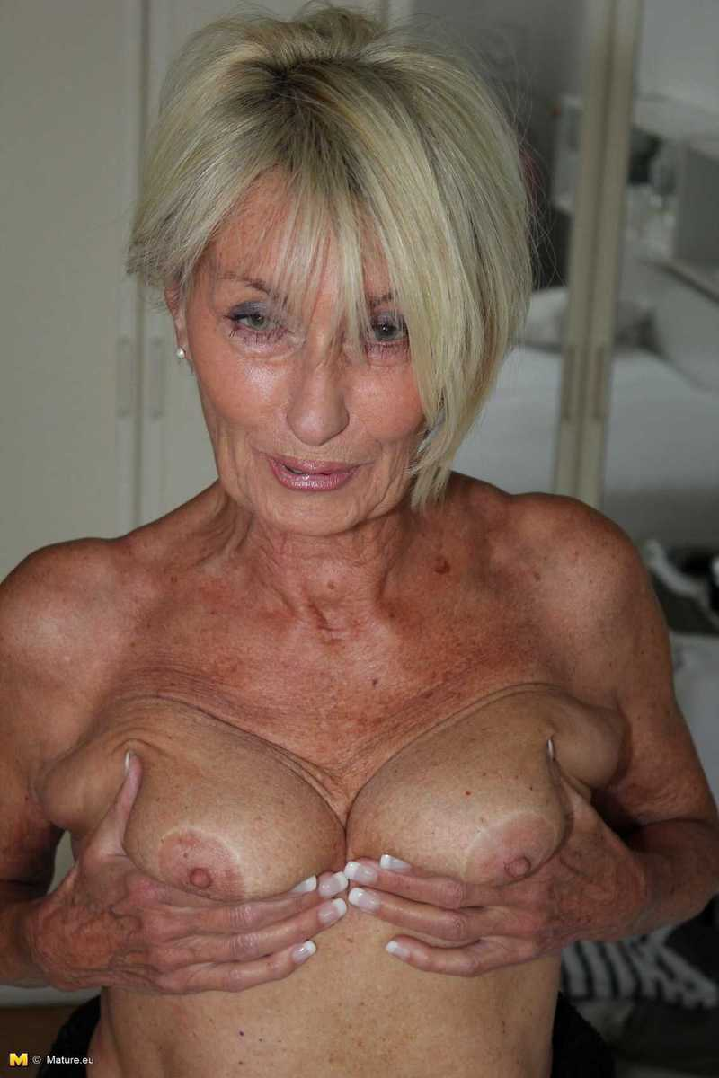 vieille mamie mature dominatrice