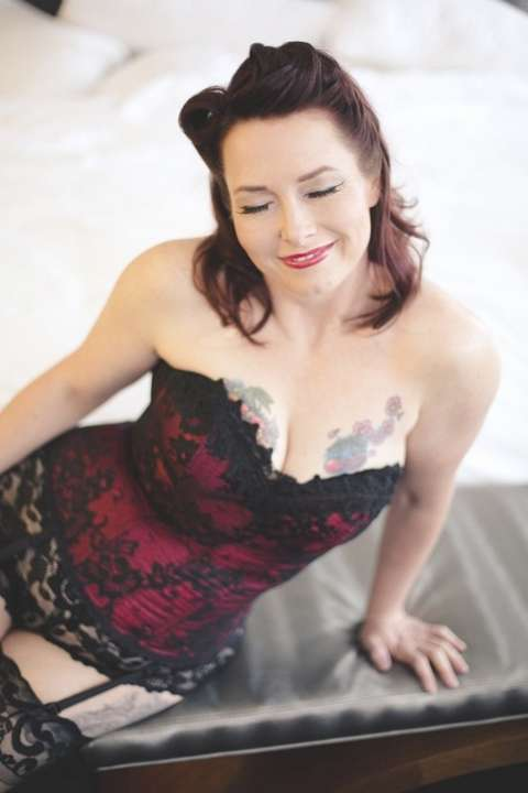 milf sexy seins tatouage (27)