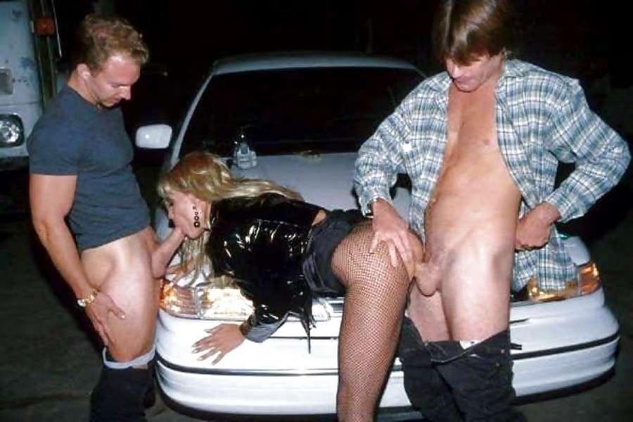 Elle se laisse baiser prs d'un lieux public - Sexe amateur