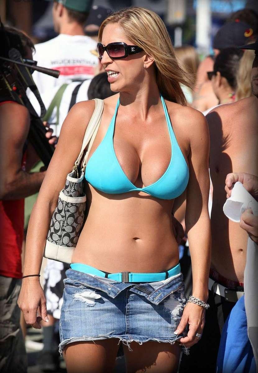 big tits bikini (4)