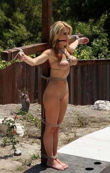blonde gros seins crucifiee (5)
