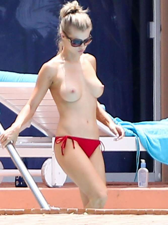 blonde toplass voyeur (5)