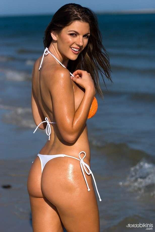 bombe bikini plage (10)