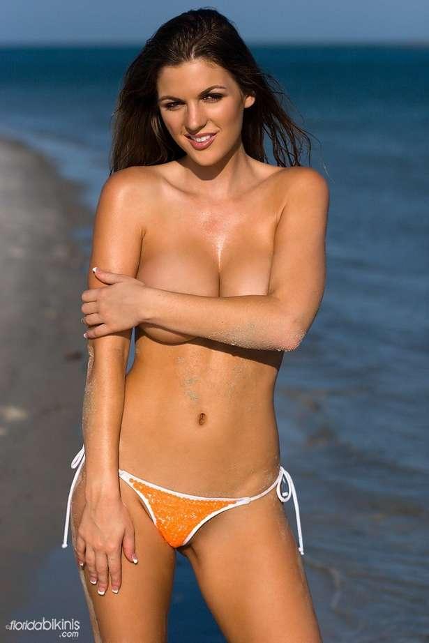 bombe bikini plage (11)