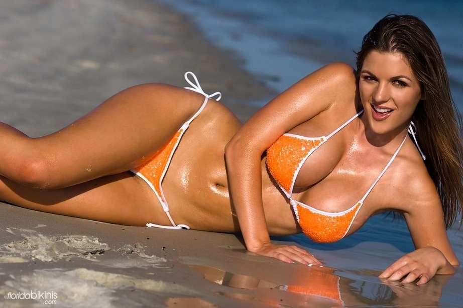 bombe bikini plage (21)