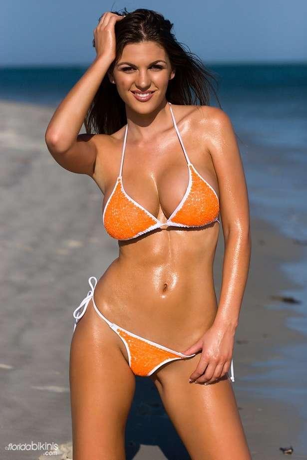 bombe bikini plage (3)
