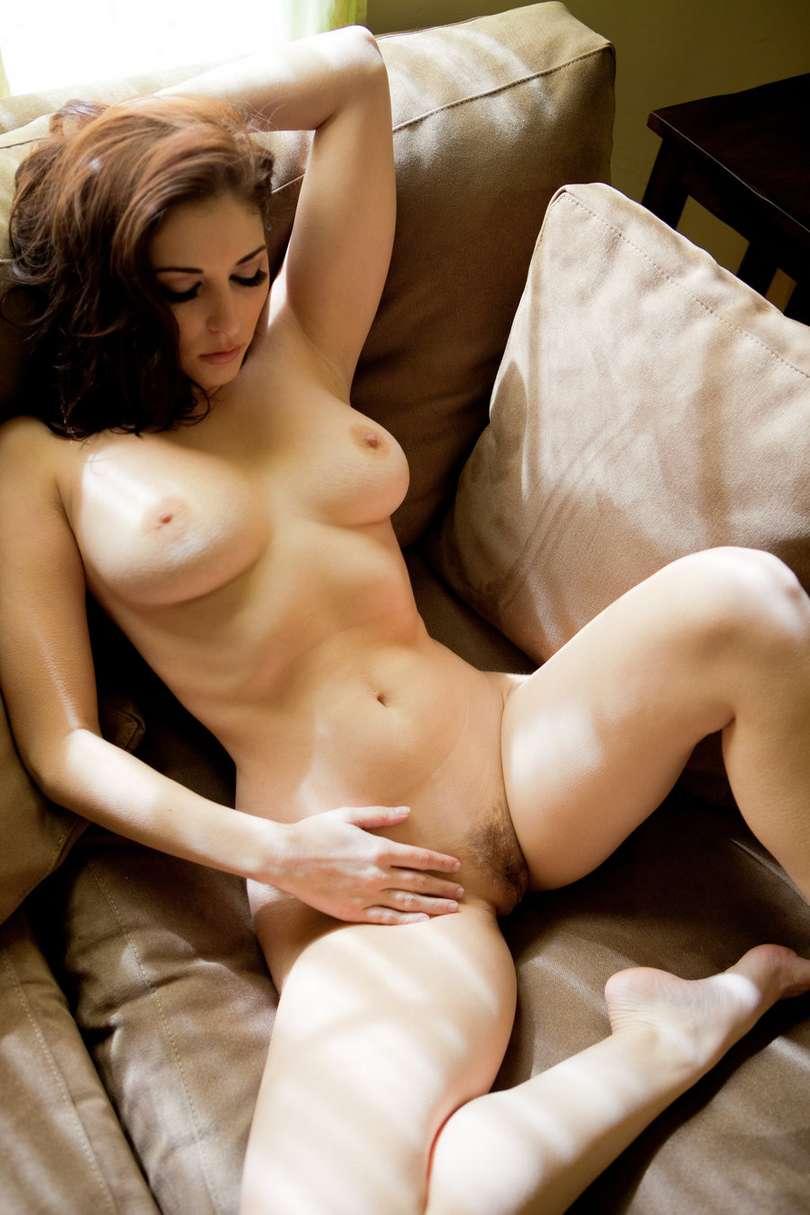 Femmes brunes bonasses rien que pour le plaisir