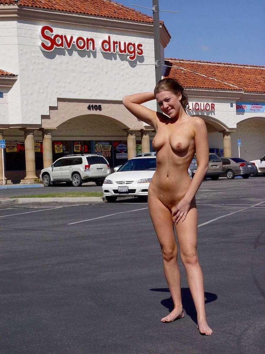 exhibe nue public (18)