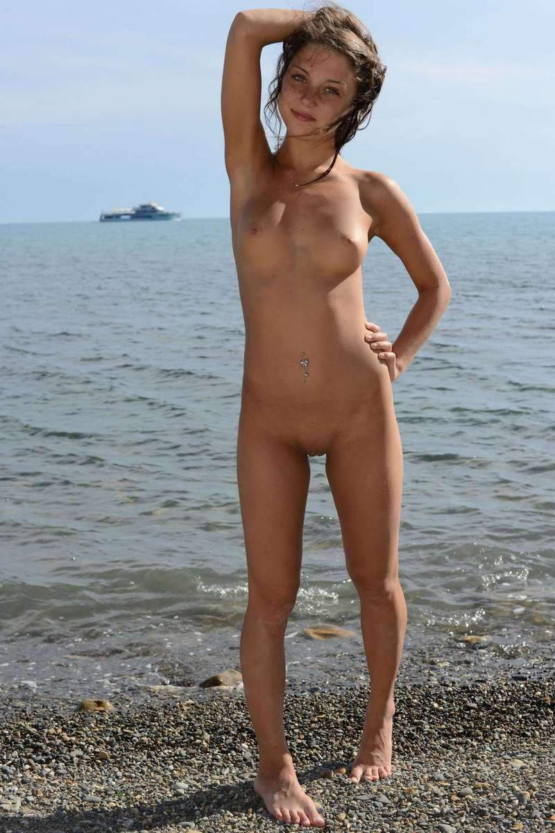 girl nud beach volleyball