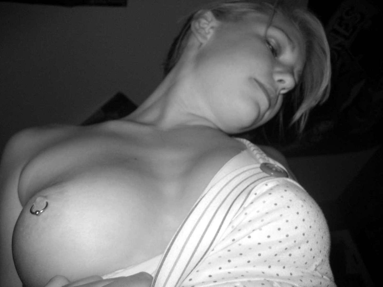 jeune fille sexy n&b (11)