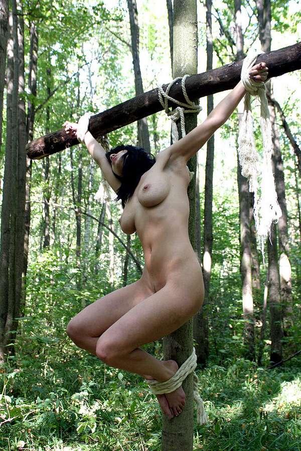 soumise gros seins crucifiee (18)