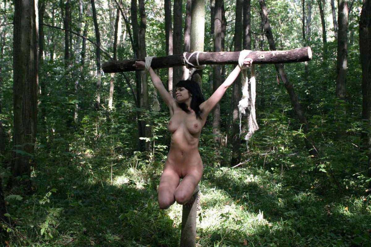 soumise gros seins crucifiee (2)