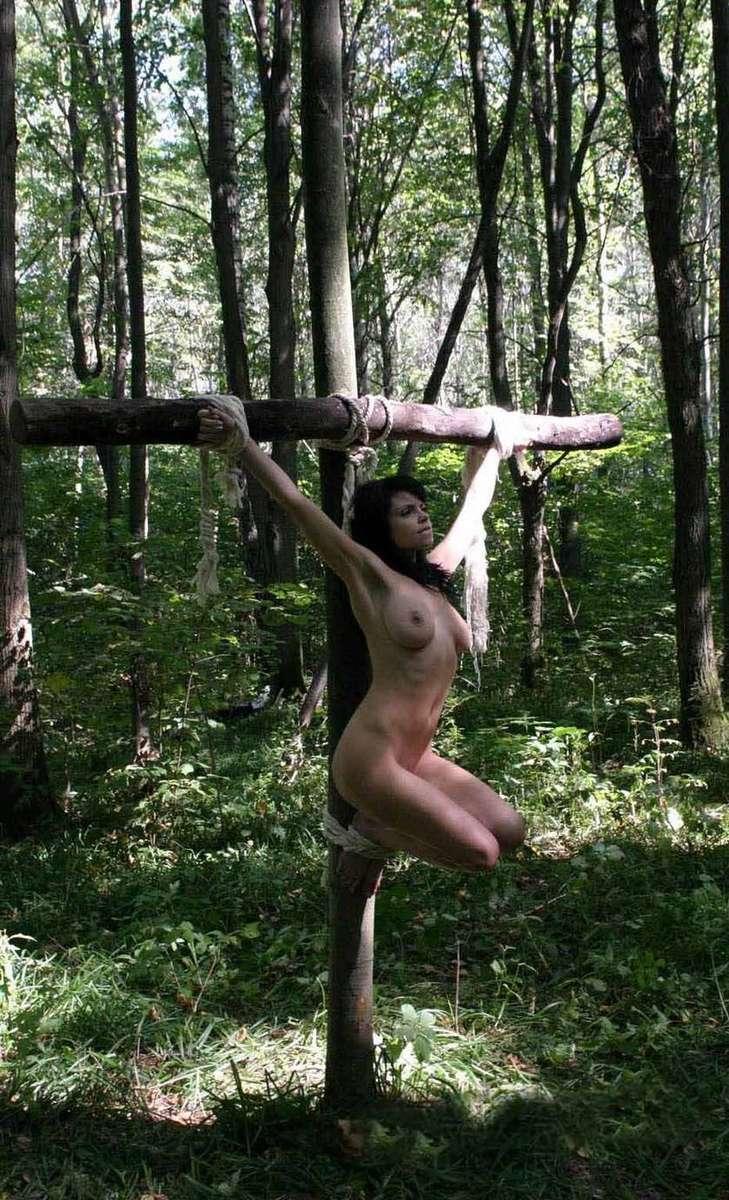 soumise gros seins crucifiee (4)