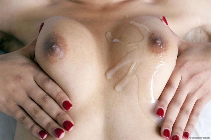 Sperme sur mes seins momie