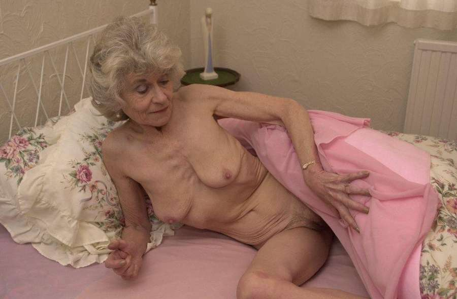 vieille cochonne nue (18)