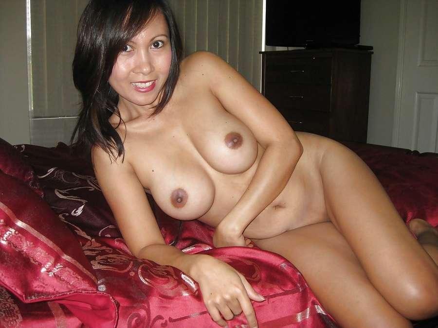 Photos cochonnes d'une asiatique mûre à gros seins