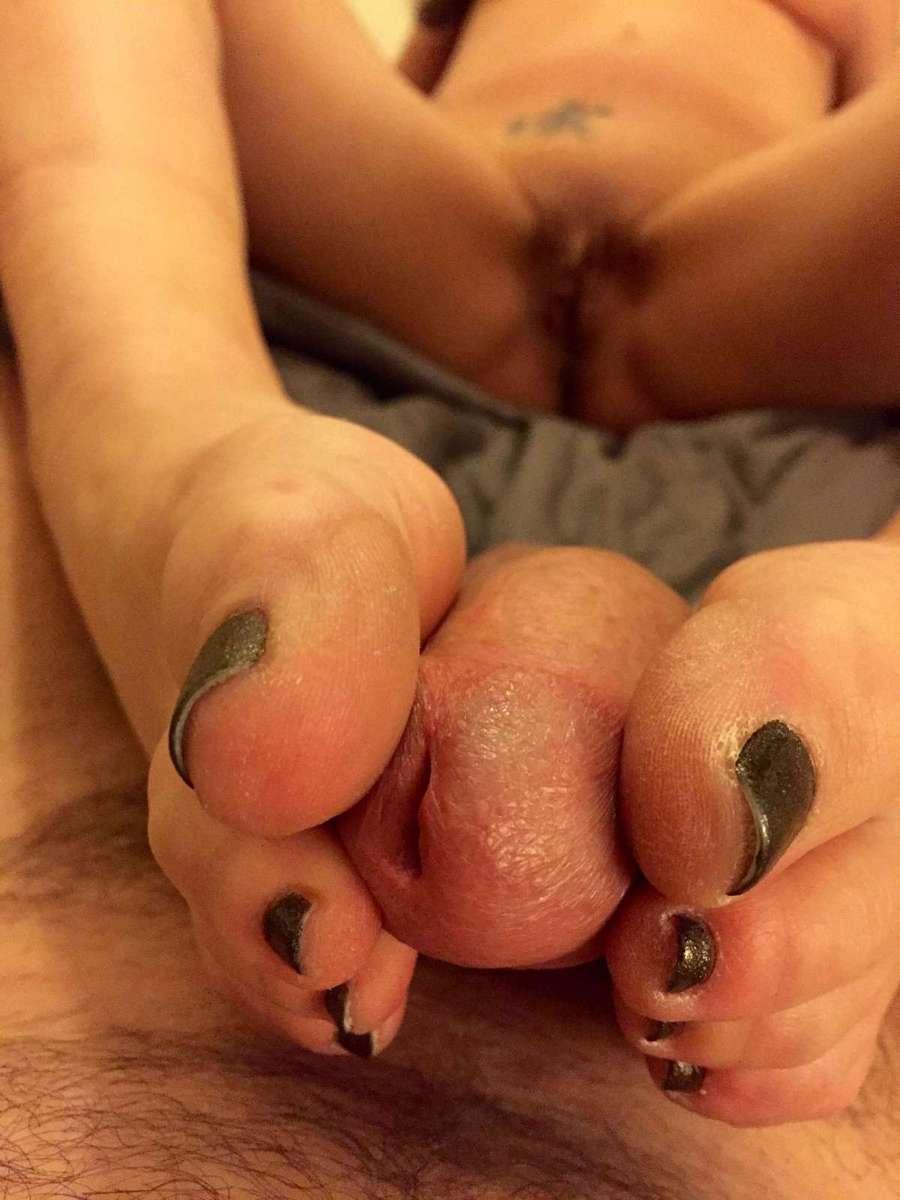 Branlette amateur avec les pieds