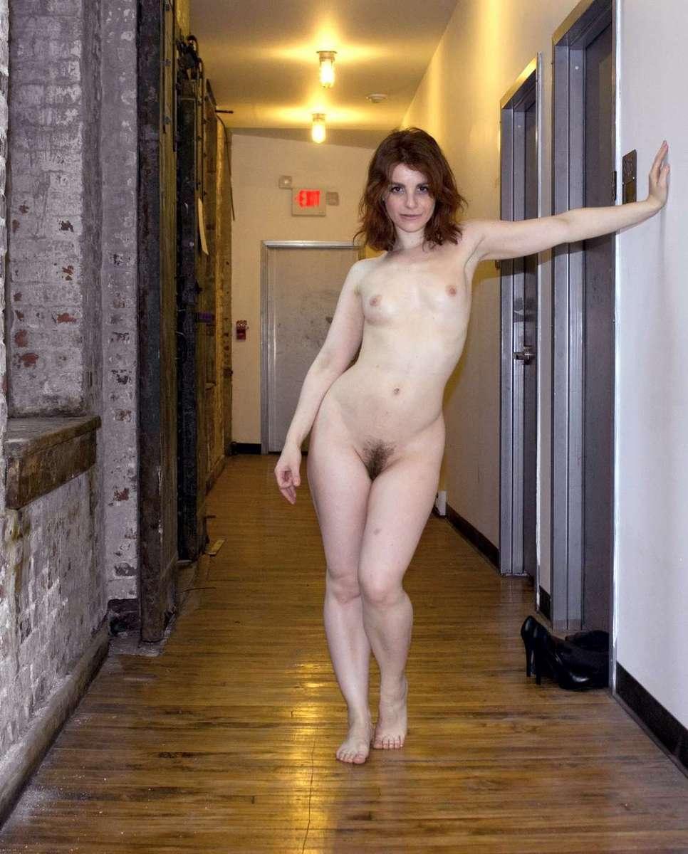 brune nue sexy (1)