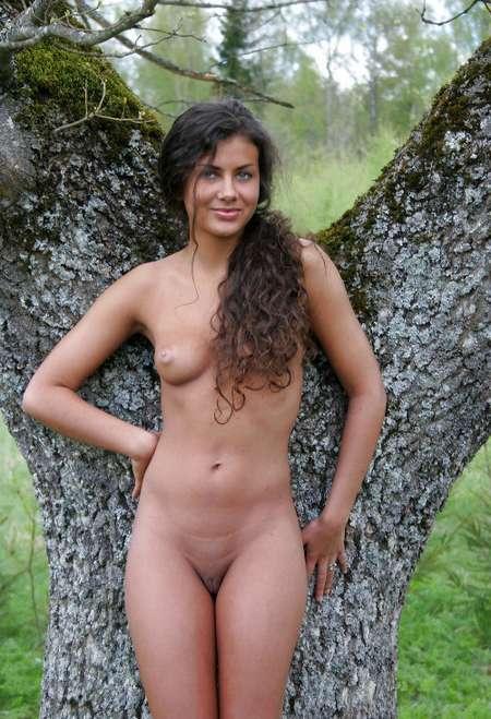 brune nue sexy (18)