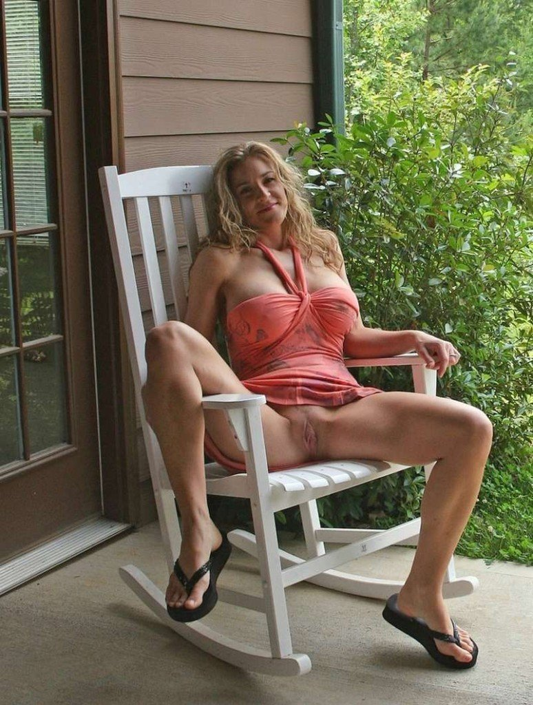 соблазнения нее взрослая женщина сидит раздвинув онлайн порно фото