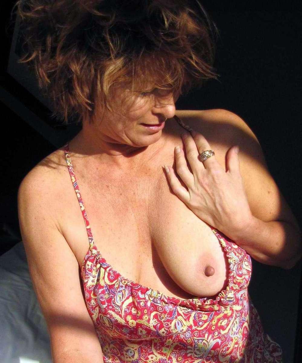 mature exhibe seins (3)