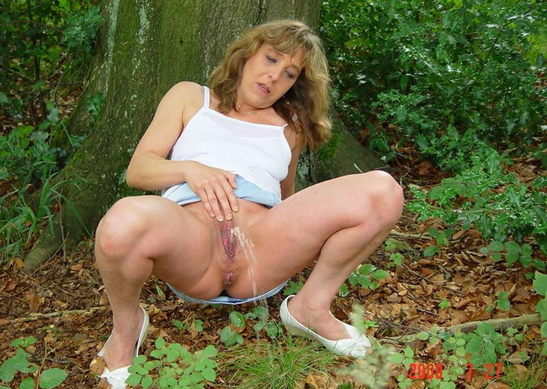 Outdoor pissing porn
