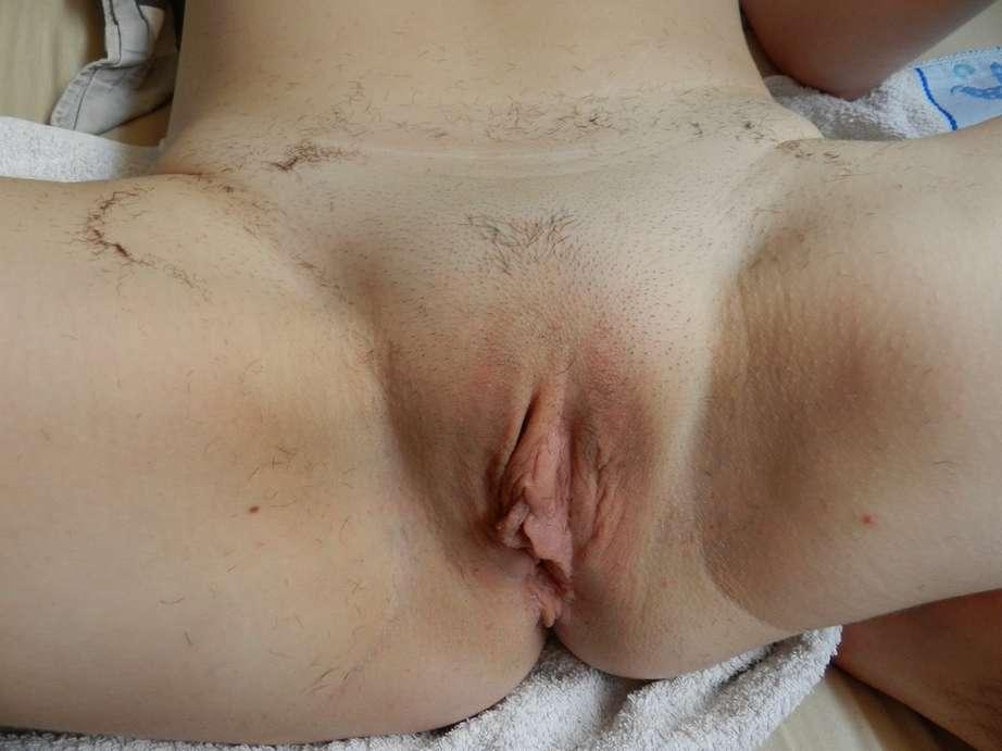 Séance de rasage pour cette belle amatrice