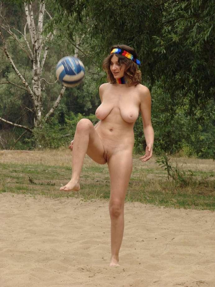 Brune fait une sance de sport nue - porno sexy - zizixfr