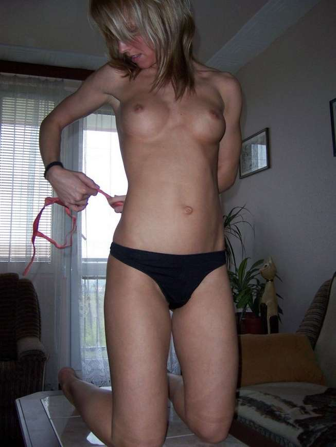 young girls topless amateur