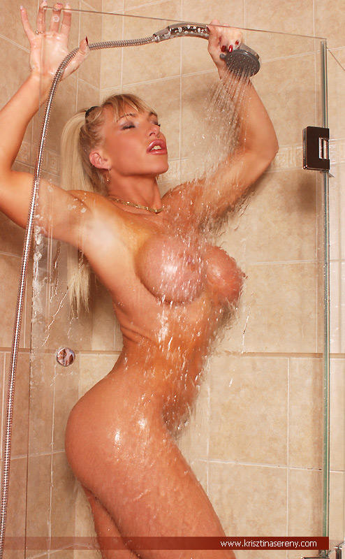 blonde musclee faux seins (11)