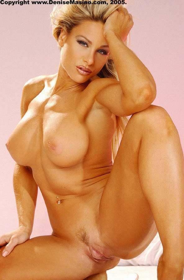 blonde musclee faux seins (15)