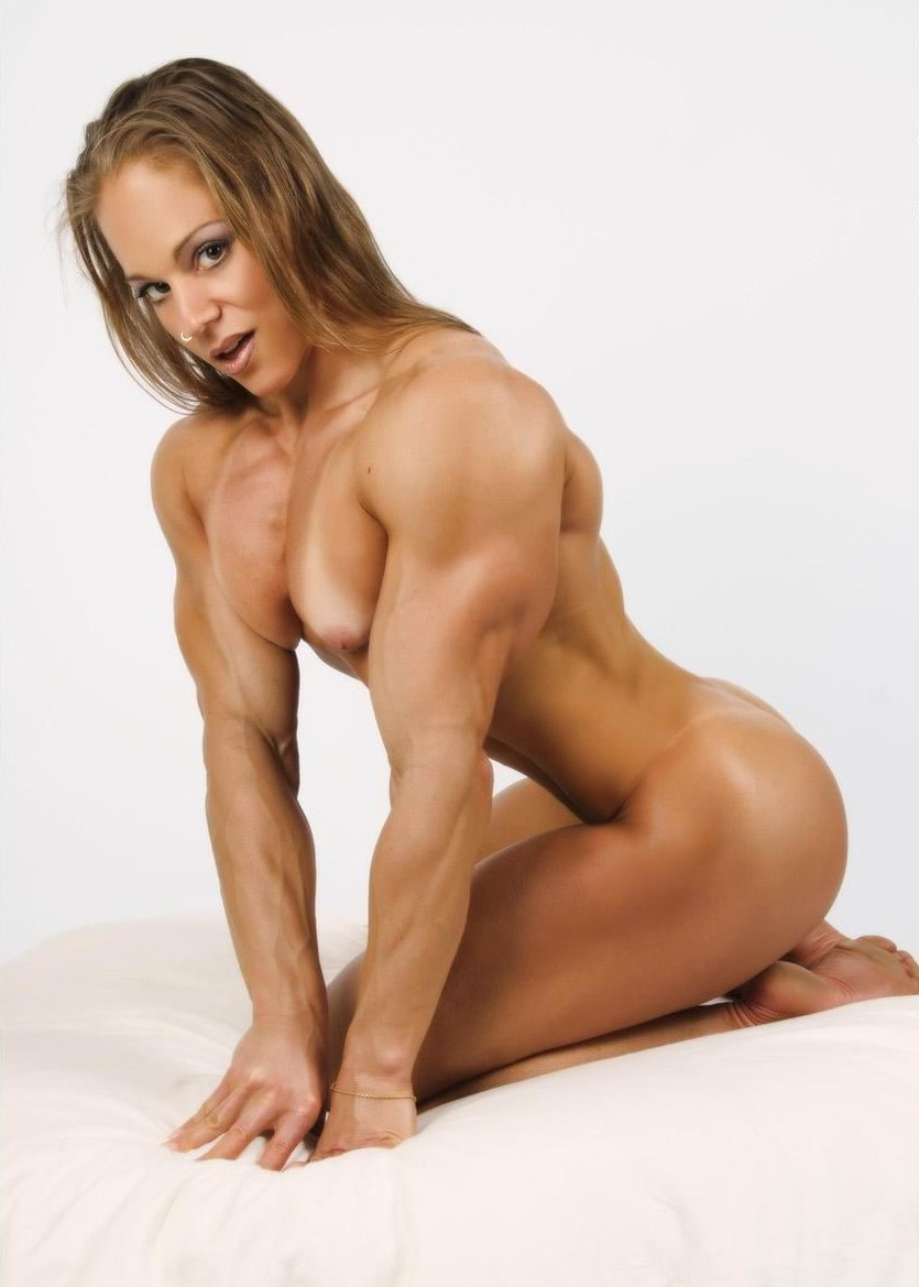 blonde musclee faux seins (9)