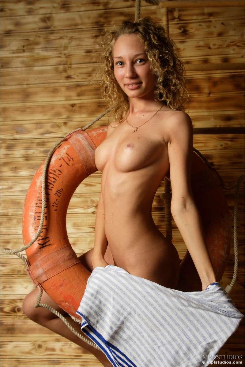 bombasse blonde gros seins (8)