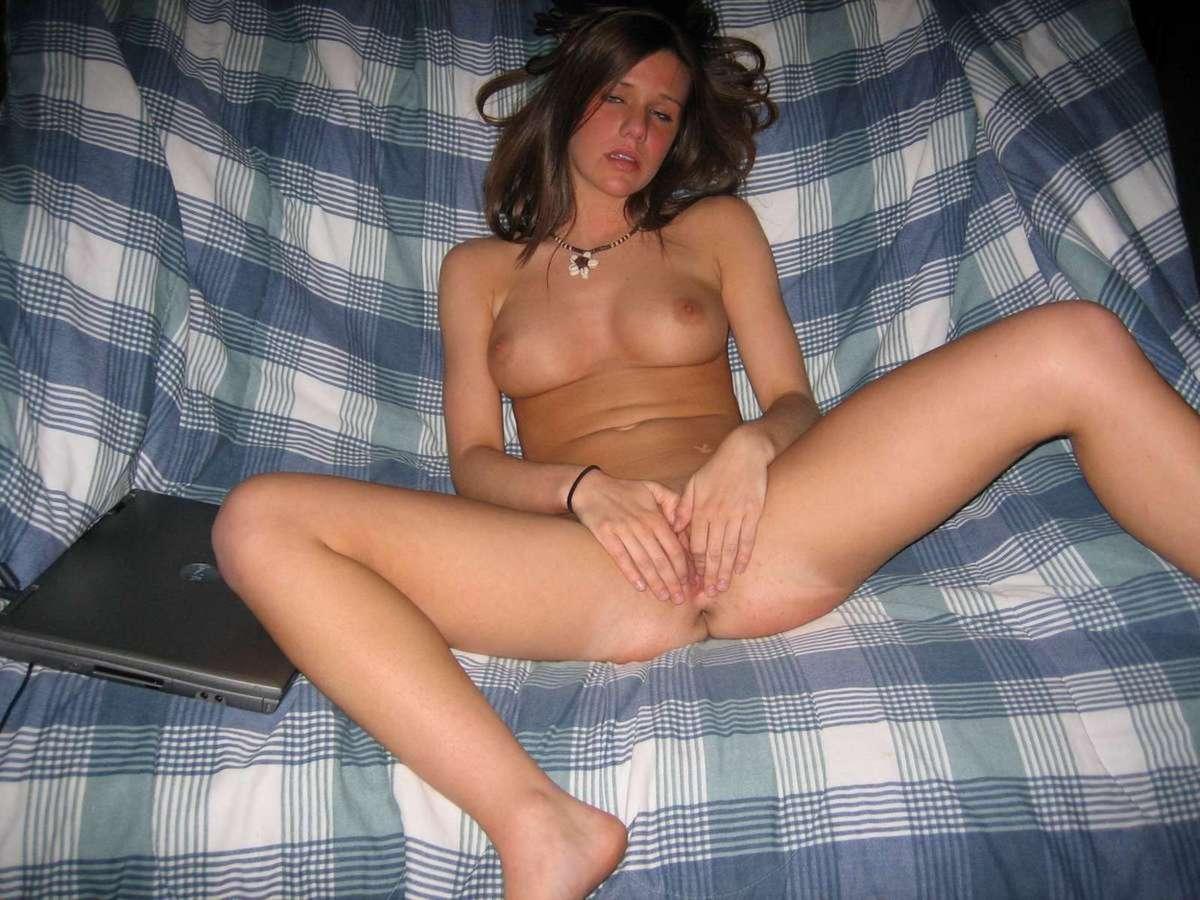 brune masturbation (23)