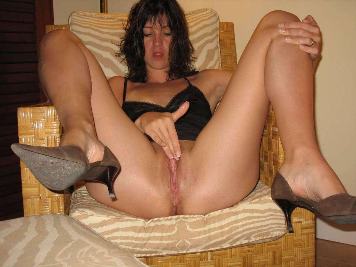 brune masturbation (5)