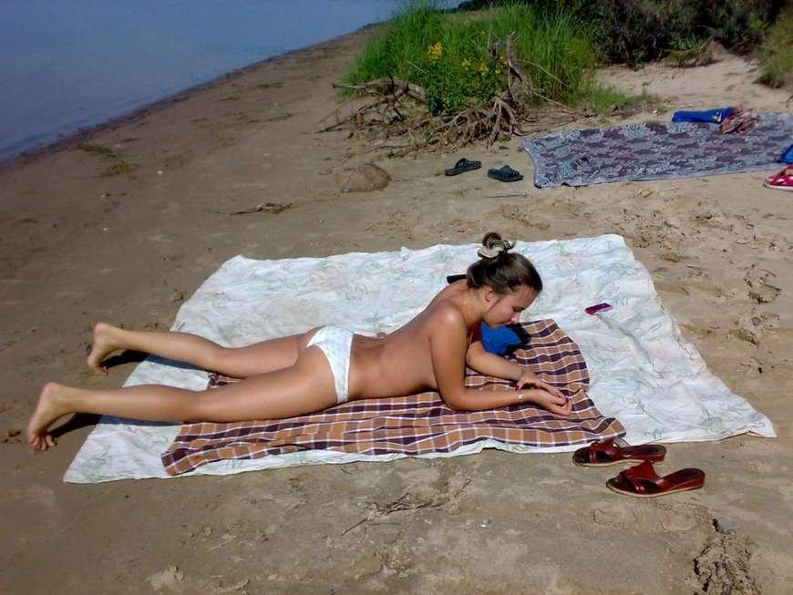 brune toplesss plage (4)