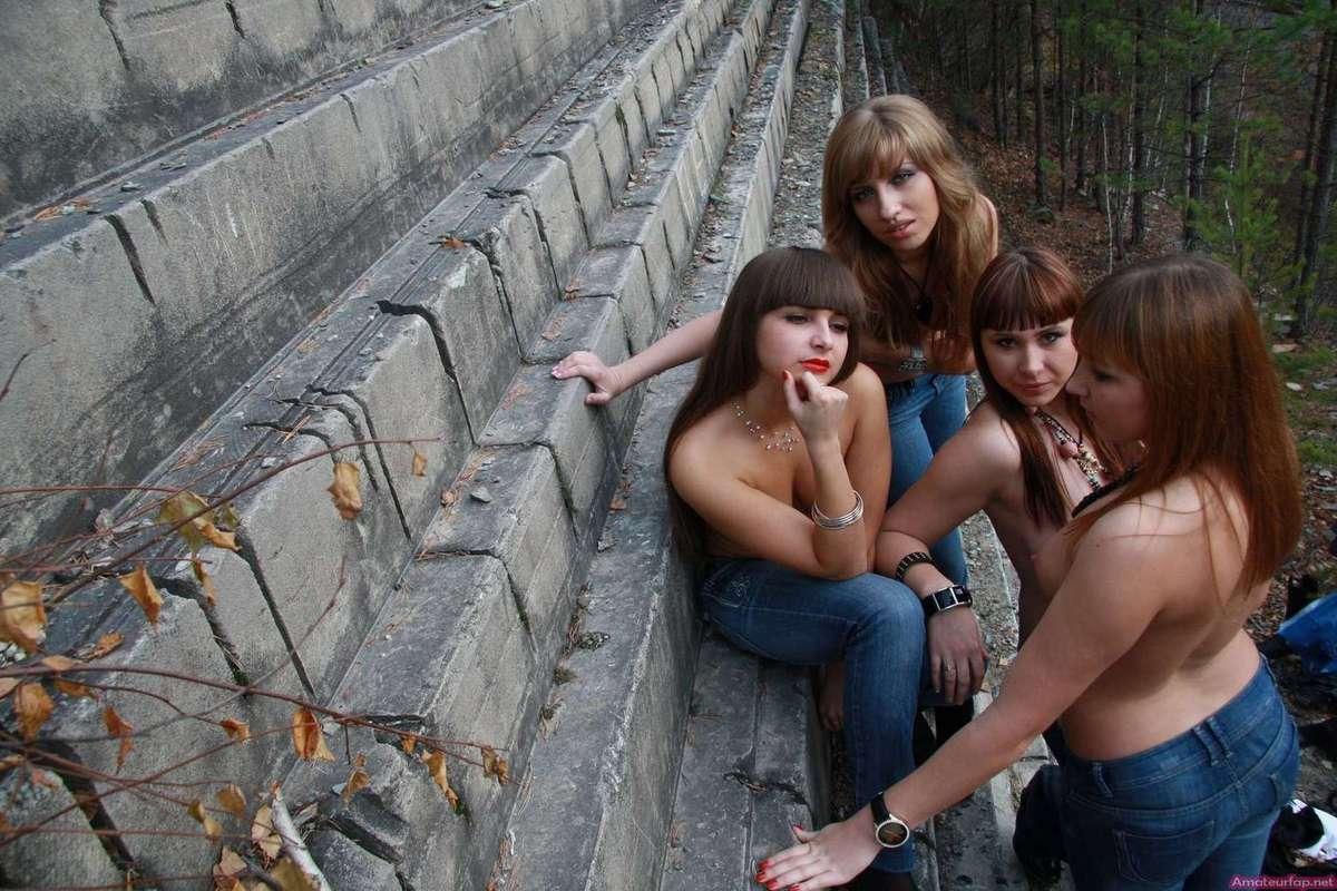 etudiantes seins nus (1)