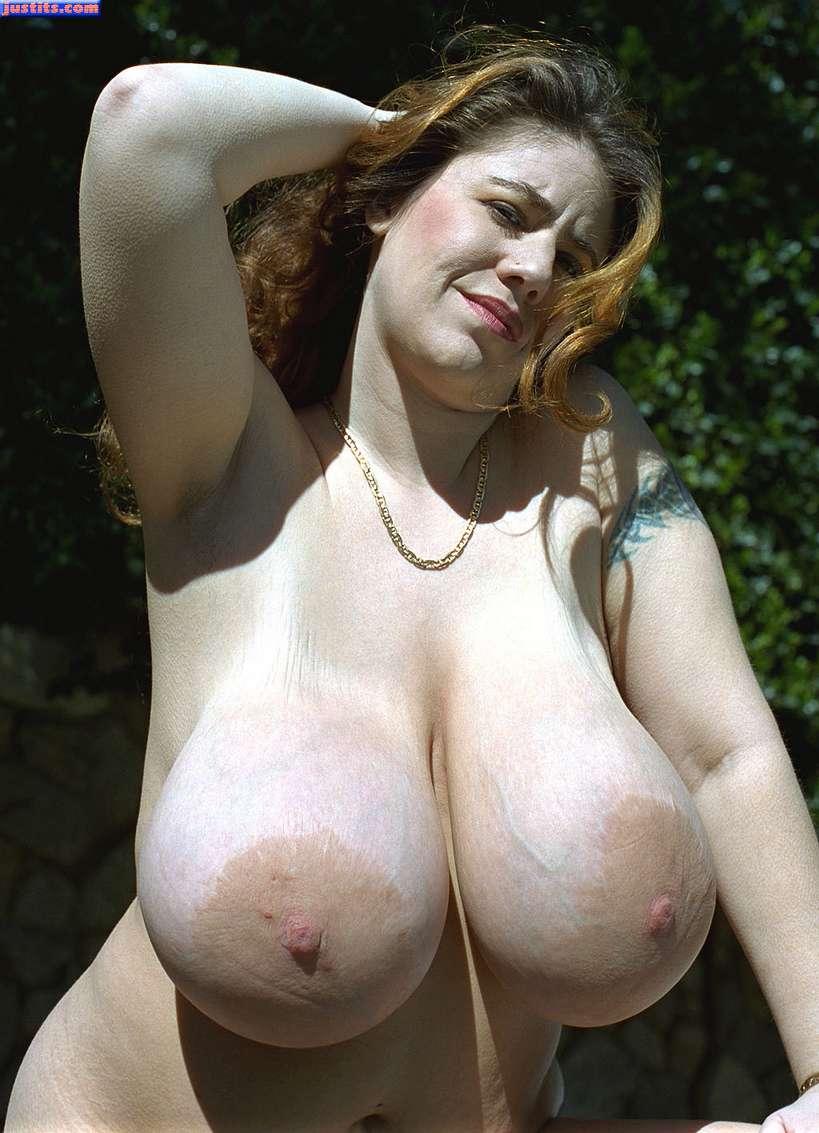 femme enorme nibards (16)