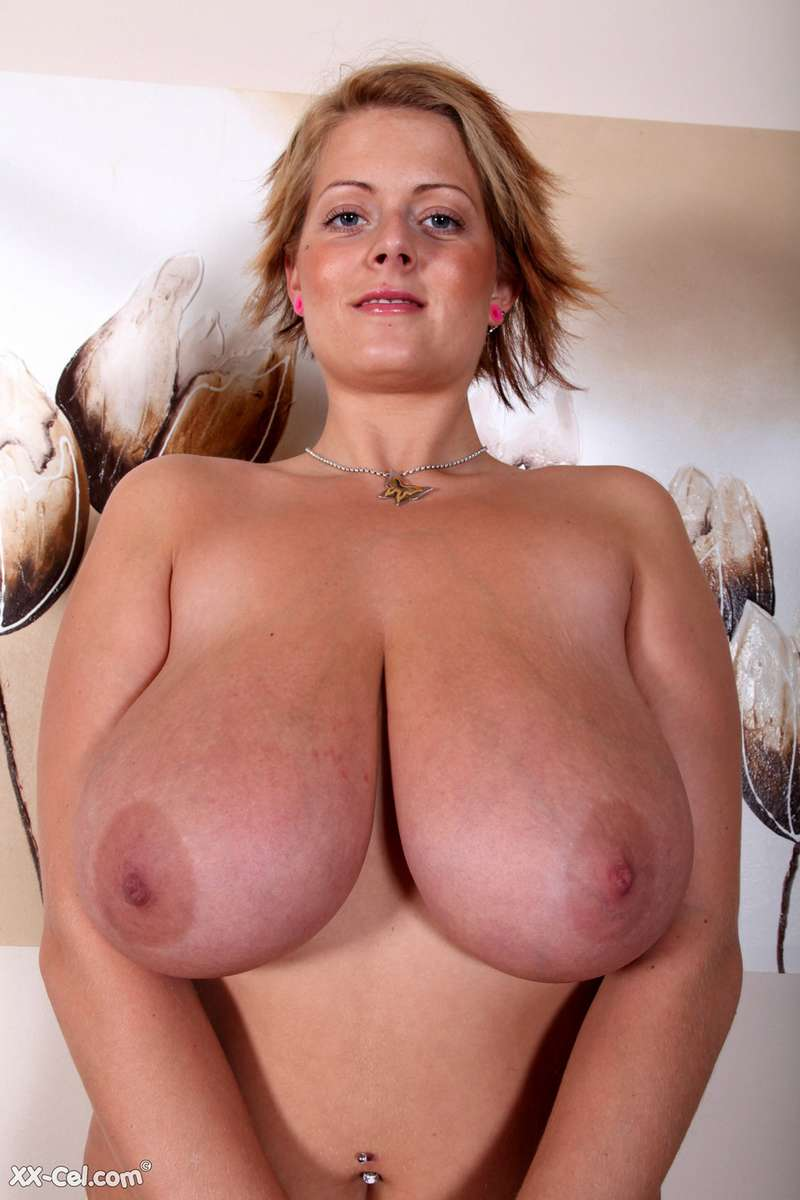 femme enorme nibards (20)