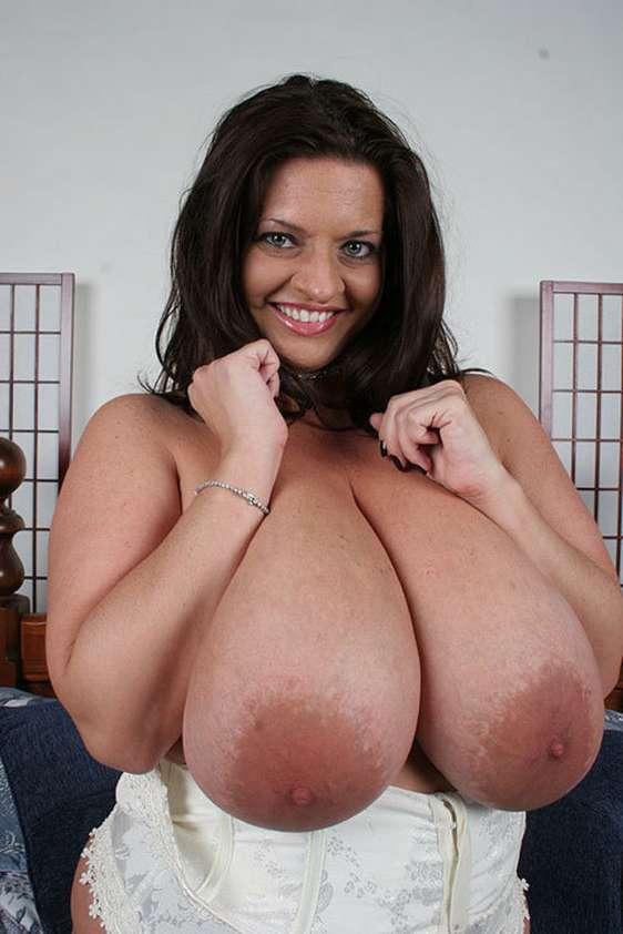femme enorme nibards (7)