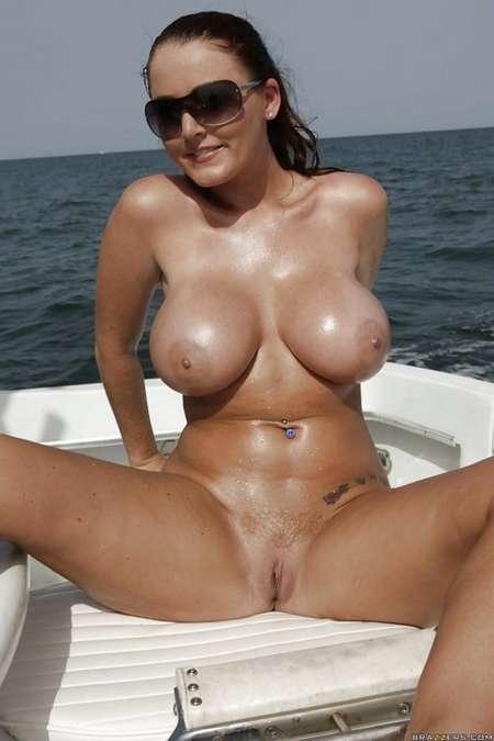 lunettes soleil big boobs (17)