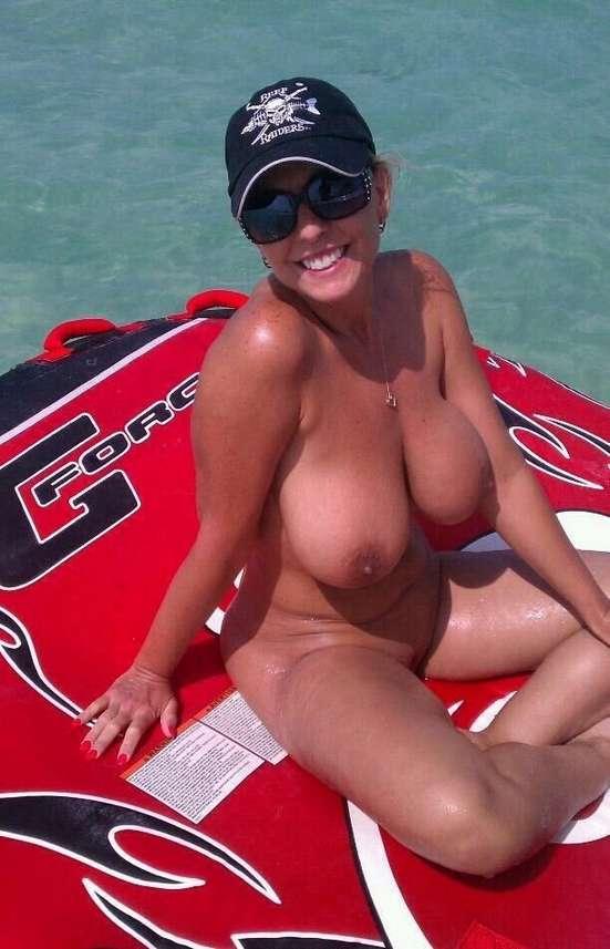 lunettes soleil big boobs (18)