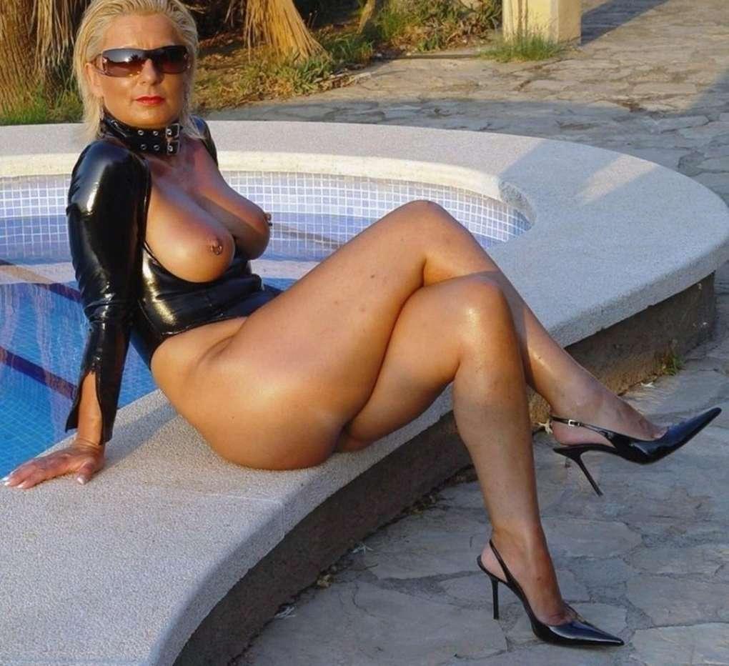 milf blonde (1)