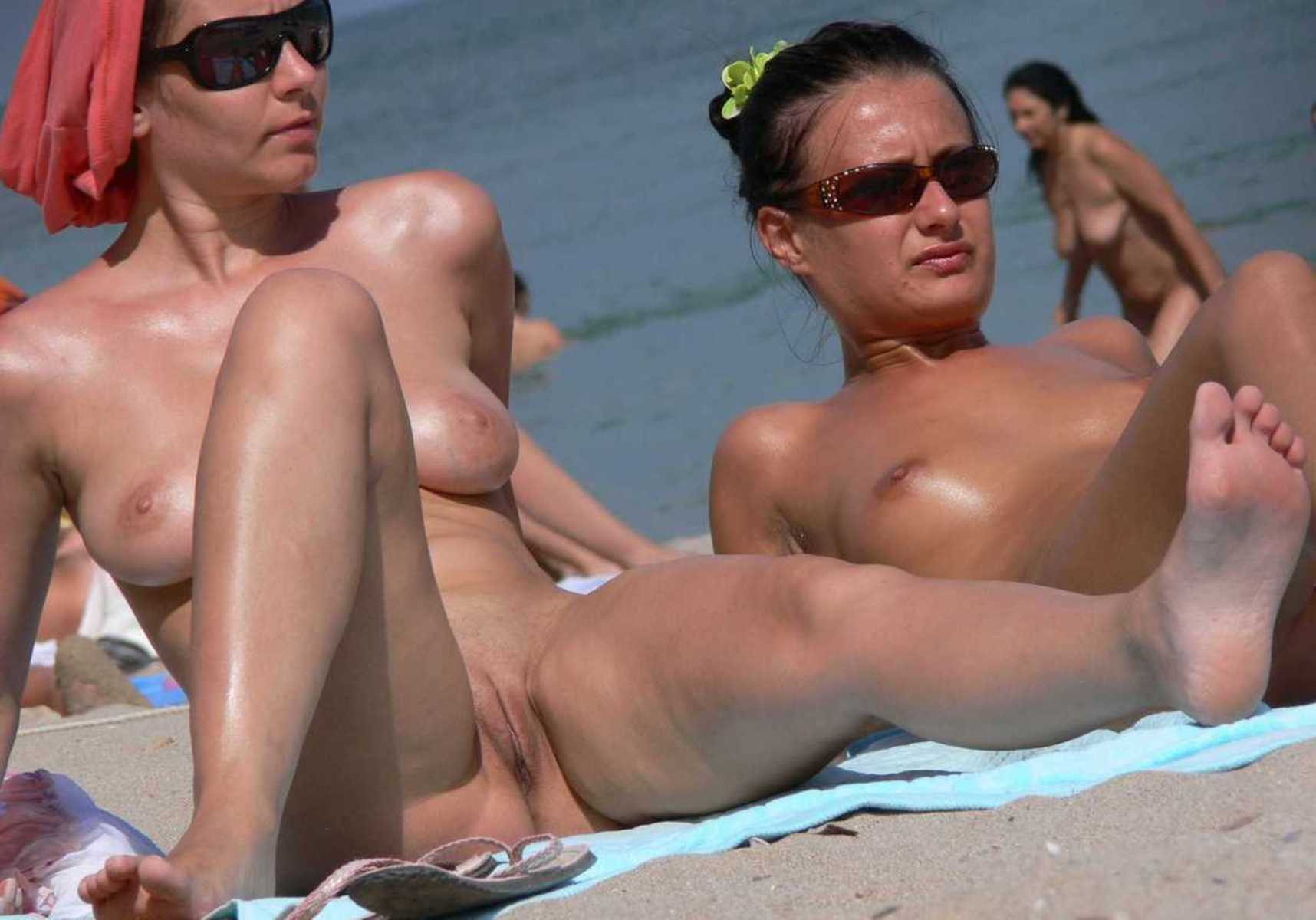 beautiful naked beach bitches