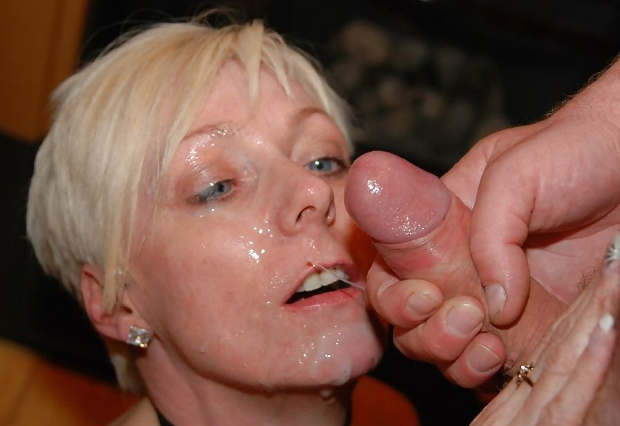 Coup de sperme sur le visage