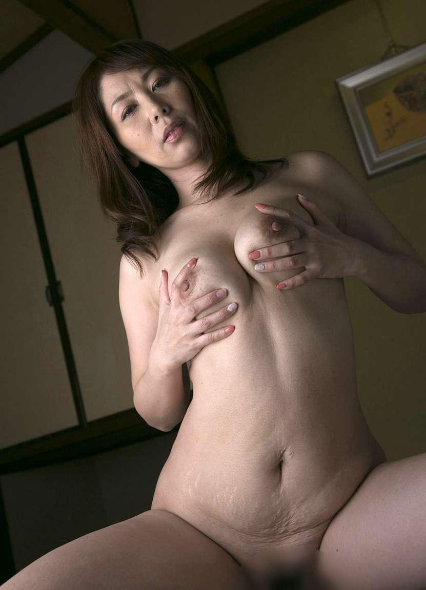 MILF asiatique vraiment bonne (33)