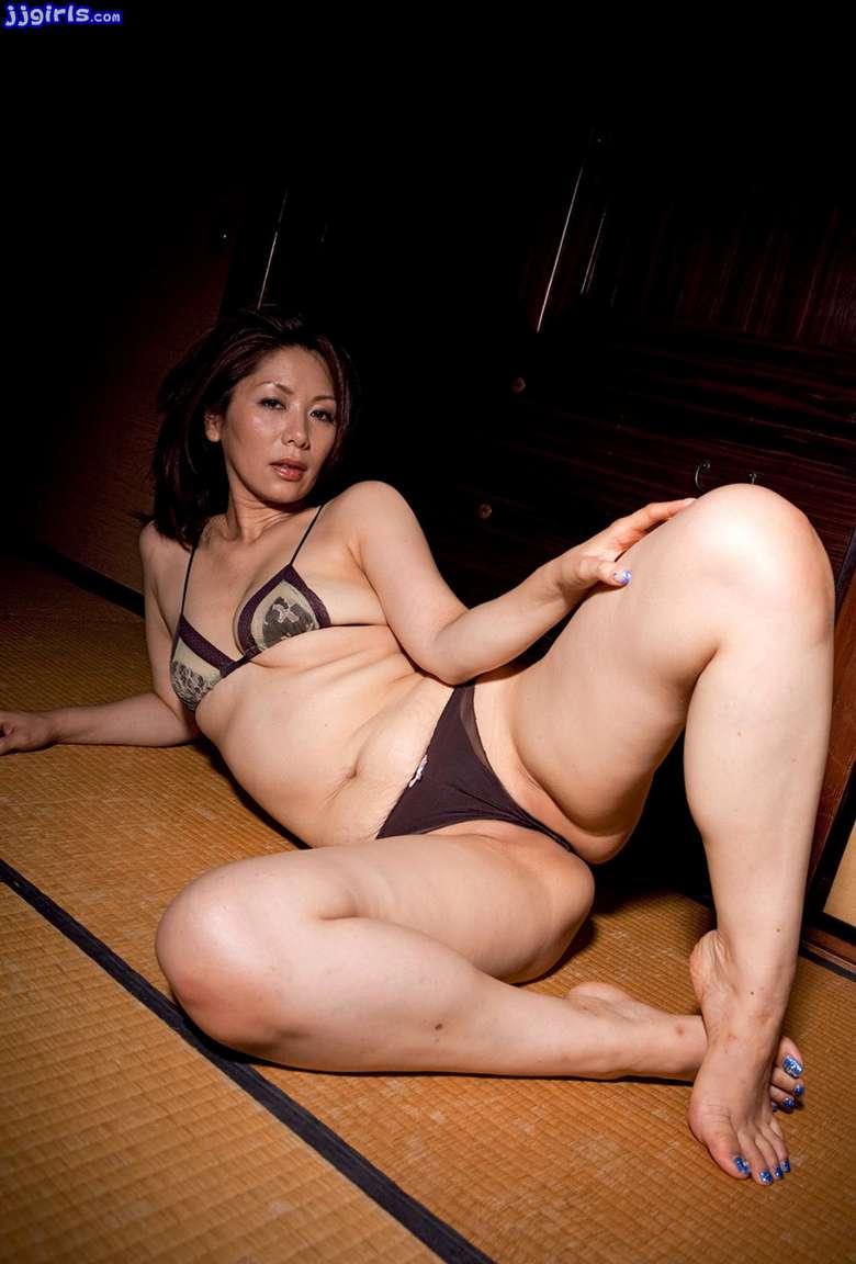 MILF asiatique vraiment bonne (39)