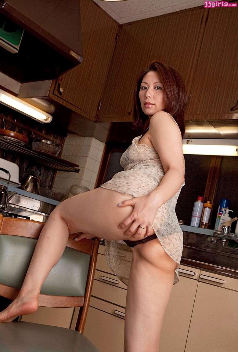 MILF asiatique vraiment bonne (51)