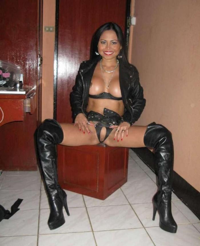 Une sexy putain sur un site web baise - 2 part 8