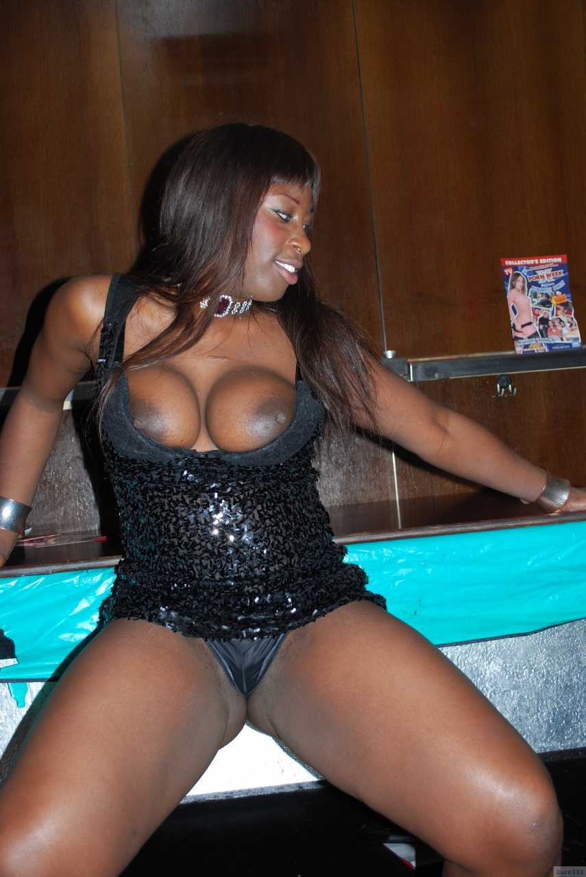 black nue travesti actif